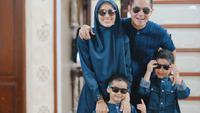 Keluarga Dude Harlino - Alyssa Soebandono. (Instagram/ ichasoebandono - https://www.instagram.com/p/COzFCXbN677/)