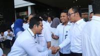 Menaker Hanif Dhakiri mengajak seluruh pegawai di kementerian ketenagakerjaan agar menjadikan spirit ramadan untuk bekerja lebih baik.
