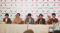 Arashi bertemu pers dan penggemar di Jakarta, Minggu (10/11/2019)