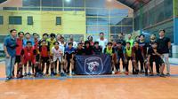 Pengurus Afkot Kota Kediri ketika sosialisasi program Liga Futsal Semipro dan menyaksikan seleksi pemain yang dilakukan Srawung FC. (Bola.com/Gatot Susetyo)
