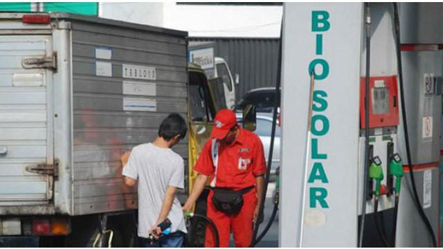 Kementerian Energi Sumber Daya Mineral (ESDM) berencana mengurangi subsidi pada solar Rp 1.000 per liter. Subsidi solar yang akan dialihkan untuk pengembangan ketahanan energi.