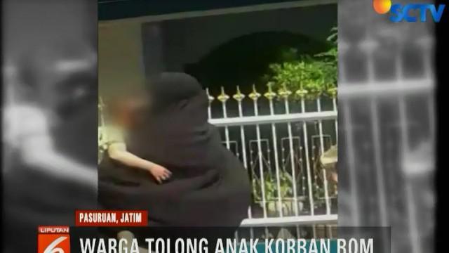 Seorang warga kemudian menggunakan sepeda motor untuk memboncengkan korban ke RSUD Bangil.
