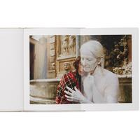 Gucci luncurkan buku seni Ωοτοκία (Oviparity) (Foto: Dok. Gucci)