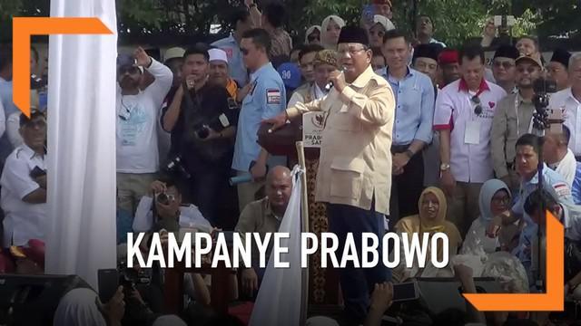 Capres Nomor urut 02 Prabowo Subianto berkampanye di Kota Solo. Prabowo berkampanye di lapangan Sriwedari. Kepada para pendukungnya Prabowo membeberkan alasannya berkampanye di Kampung Jokowi
