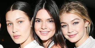Gigi dan Bella Hadid sangat protektif terhadap anggota keluarganya. Bahkan ia meminta sahabatnya, Kendall Jenner, untuk menjauhi sang adik, Anwar Hadid. (REX/Shutterstock/HollywoodLife)