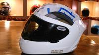 Jika Anda pernah membuka bagian dalam helm untuk dibersihkan, pasti akan menemukan lapisan stereofoam padat