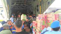 Ratusan bantuan logistik tsunami Palu masih tertahan di Kendari. (Liputan6.com/Ahmad Akbar Fua)