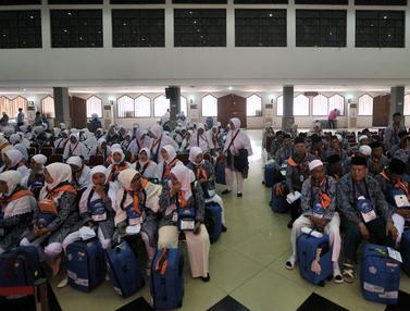 Calon Jemaah Haji Kloter 1 Mulai Padati Asrama Pondok Gede
