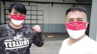 Irfan Hakim dan Indra Bekti memamerkan masker warna hitam putih (Dok.Instagram/@irfanhakim75/vhttps://www.instagram.com/p/B-Y6YBFHZZO/Komarudin)