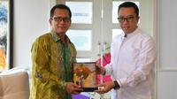 Imam Nahrawi menerima kunjungan Duta Besar Luar Biasa dan Berkuasa Penuh Republik Indonesia untuk Brunei Darussalam Sujatmiko, di kantornya.