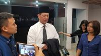 Kepala BNPB, Letjen Doni Monardo Saat Tiba di Terminal Cargo Bandara Soekarno Hatta, Tangerang, Banten Untuk Menyambut Jenazah Sutopo Purwo Nugroho, Minggu (7/7/2019). (Foto: Pramita Tristiawati/Liputan6.com)