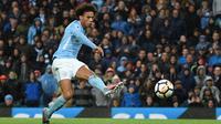 Pemain Manchester City, Leroy Sane mencatatkan namanya menjadi salah satu pemain pemberi assist terbyank di Premier League, Sane telah mengoleksi total enam assist hingga pekan ke-16. (AFP/Oli Scarff)