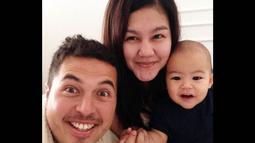 Akun Instagram El Mayka memperlihatkan sosok bayi menggemaskan itu bersama Rifat dan Sissy. (instagram.com/el.mayka)