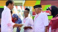 Jokowi bagikan sertifikat tanah di Bangka Tengah. Dok: Setkab