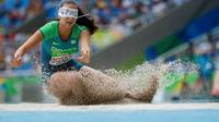 Atlet putri Brasil, Lorena Spoladore, beraksi di nomor final lompat jauh (T11) Paralimpiade Rio 2016 di Olympic Stadium, Rio de Janeiro, Brasil, (16/9/2016). (Simon Bruty for OIS/IOC via AFP).