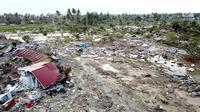 Pantauan udara ratusan rumah terendam lumpur dan tanah di Petobo, Palu Selatan, Sulawesi Tengah, Rabu (3/10). Fenomena likuifaksi tersebut terjadi pasca gempa berkekuatan 7,4. (Liputan6.com/Fery Pradolo)