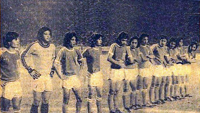 Zulkarnain Lubis (ketiga dari kiri), di era jayanya bersama Timnas Indonesia sempat dijuluki Maradona dari Asia. (Dok. Fokus)