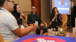 Si Ratu Sampah Sekolah Amilia Agustin (kedua kiri) berbagi cerita pada IdeaFest 2018 di JCC, Jakarta, Jumat (26/10). Festival kolaborasi bersama Astra mengusung tema Light of Hope For Indonesia: Inspiring Community, Empowering Change. (Liputan6.com)