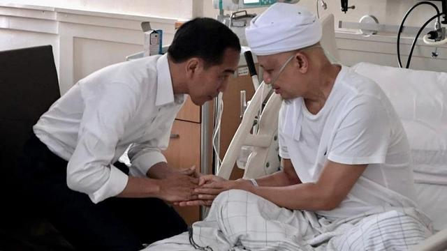 Jokowi Jenguk Ustaz Arifin Ilham
