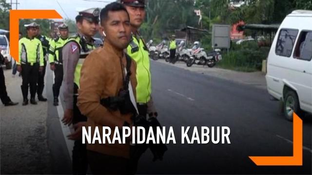 Polisi daerah provinsi Riau gelar razia di daerah perbatasan kabupaten, memburu belasan narapidana yang kabur saat kerusuhan pecah di rumah tahanan Siak hari Sabtu (8/5) lalu.