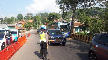 Polisi mengurai kendaraan