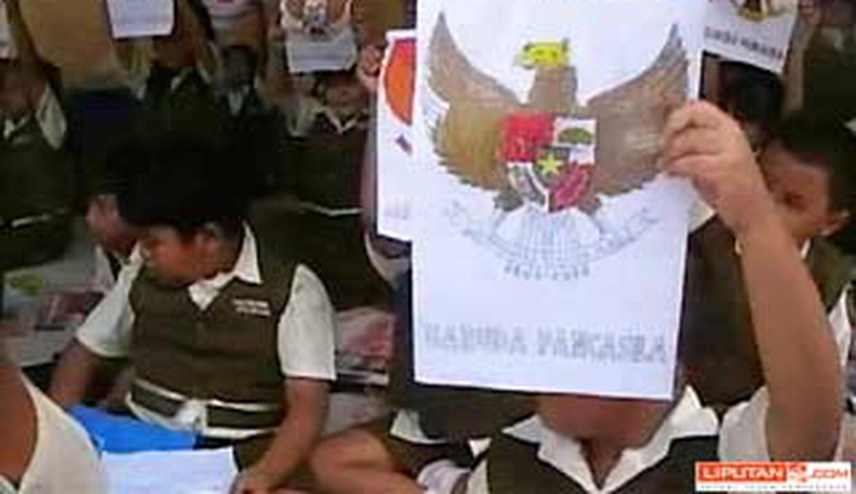 Siswa SDN Kranggan I Mojokerto Jatim Menunjukkan Gambar