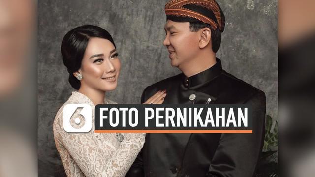 Basuki Tjahaja Purnama atau Ahok mengunggah foto pernikahannya dengan Puput Nastiti Devi di Instagram. Ahok dan sang istri menikah pada tanggal 25 Januari 2019.