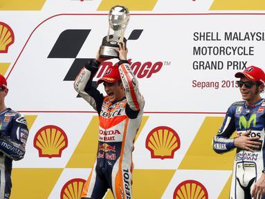 Dani Pedrosa (tengah) menjadi juara MotoGP Malaysia 2015 yang digelar di Sirkuit Sepang, Malaysia, Minggu (25/10/2015). (R/Olivia Harris)