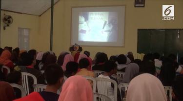 Peringati Hari Kesaktian Pancasila, ratusan pelajar dari berbagai sekolah mengikuti acara nonton bareng Film G 30 S PKI.