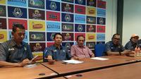 Asprov PSSI Jatim menjatuhkan sanksi terhadap 10 wasit bermasalah. (Bola.com/Fahrizal Arnas)