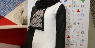 Berpartisipasi dalam gelaran London Fashion Week 2016, Zaskia Sungkar tak ingin menyia-nyiakan kesempatan tersebut. Lewat gelaran bergengsi itu Zaskia ingin menampilkan keindahan budaya Indonesia ke mata dunia. (Nurwahyunan/Bintang.com)