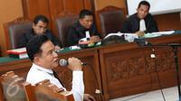 Saksi ahli hukum tata negara Yusril Ihza Mahendra menyampaikan keterangan dalam kasus penyebaran ujaran kebencian yang dilakukan oleh Zamran dan Rizal di Pengadilan Negeri (PN) Jakarta Selatan, Senin (15/5). (Liputan6.com/Immanuel Antonius)