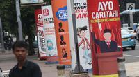Sosialisasi pelaksanaan Pemilu Serentak 2019 menghiasi trotoar di depan kantor Kemenkominfo di Jalan Medan Merdeka Barat, Jakarta, Selasa (26/2). Pada Pemilu 2019, tingkat partisipasi pemilih ditarget sebesar 77,5 persen. (Liputan6.com/Helmi Fithriansyah)