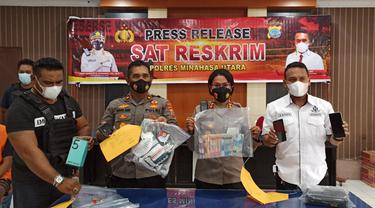 Kapolres Minahasa Utara AKBP Grace Rahakbau saat memimpin konferensi pers pengungkapan kasus pencurian ponsel di Sulut.