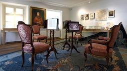 Pemandangan interior Museum Beethoven di Wina, Austria (2/7/2020). Museum tersebut, yang dulunya merupakan salah satu bekas kediaman Beethoven di Wina tempat dia menciptakan beberapa karya musik klasik, menampilkan karya dan kehidupan sang maestro. (Xinhua/Guo Chen)
