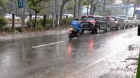 Kawasan Pasteur, Kota Bandung, diguyur hujan pada Jumat (23/10/2020). (Liputan6.com/Huyogo Simbolon)
