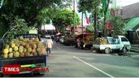 Beberapa pedagang durian sudah menempati jalan Gajahmada Kota Malang, (Imadudin M/TIMES Indonesia)