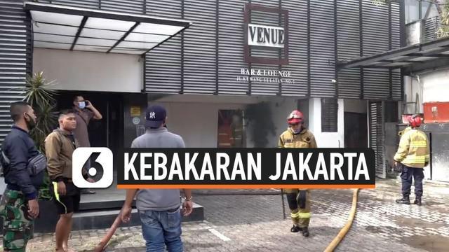Sebuah bar dan lounge di kawasan Kemang, Jakarta Selatan, terbakar. Ada 9 unit mobil pemadam kebakaran diterjunkan ke lokasi kebakaran. Kebakaran diduga akibat korsleting listrik.