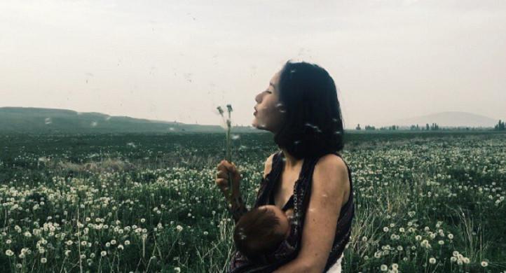 Dikenal karena kontroversi foto menyusui bayi, putri presiden Kyrgyztan ternyata punya pose menarik yang instagramable. (Instagram/Aliya Shagieva)