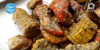 Kalau berkunjung di Cranky Crab, jangan lupa coba menu Crab Mix Bag with Mantau Lemon Pepper.