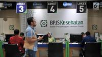 Suasana pelayanan BPJS Kesehatan di Jakarta, Rabu (28/8/2019). Sedangkan, peserta kelas mandiri III dinaikkan dari iuran awal sebesar Rp 25.500 menjadi Rp 42.000 per bulan. Hal itu dilakukan agar BPJS Kesehatan tidak mengalami defisit hingga 2021. (merdeka.com/Iqbal S. Nugroho)