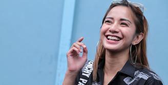 Sejak resmi menjanda, Kirana Larasati belum lagi terlihat mencari pendamping. Ibu satu anak itu juga tak menutup diri untuk pria yang mendekatinya. (Adrian Putra/Bintang.com)