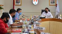 Menpora Zainudin Amali bertemu perwakilan PSSI di Gedung Kemenpora, Jakarta, Kamis (4/3/2021). (Kemenpora)
