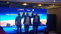 Dwi Wahyu Daryoto selaku Direktur Utama PT Jakarta Propertindo (tengah) pada acara konferensi pers Jakarta E-Prix (Hendry Wibowo/Bola.com)