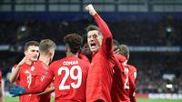 Robert Lewandowski dan sejumlah pemain Bayern Munchen lainnya merayakan gol ke gawang Chelsea. (Dok. Twitter/FC Bayern)
