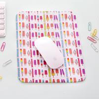 Hias 'mousepad'-mu dengan kain bermotif ceria.