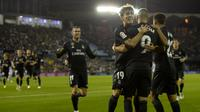 Para pemain Real Madrid merayakan gol Karim Benzema ke gawang Celta Vigo. (AFP/Miguel Riopa)