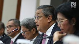 Gubernur BI Perry Warjiyo dan jajaran Dewan Gubernur memberi keterangan kepada media di Jakarta, Kamis (22/8/2019). Rapat Dewan Gubernur (RDG) BI memutuskan untuk menurunkan BI 7-day Reverse Repo Rate sebesar 25 basis poin menjadi 5,50 persen. (Liputan6.com/Angga Yuniar)