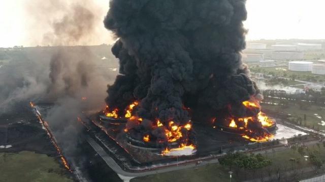 Kebakaran Kilang Pertamina Indramayu, Fakta Petir di Indonesia yang Belum Kalian Tahu !