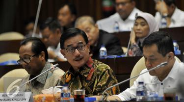 Mentri Agraria dan Tata Ruang/Kepala BPN Ferry Mursyidan Baldan menghadiri rapat kerja dengan Komisi II DPR di kompleks Parlemen, Jakarta, Senin (21/9/2015). Rapat membahas Anggaran di Kementrian Agraria tahun 2016. (Liputan6.com/Johan Tallo)